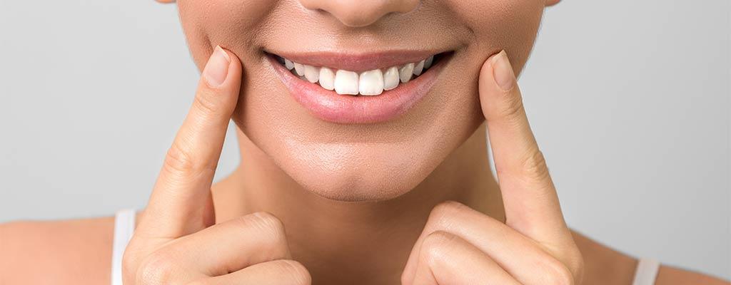 Lächeln weiße Zähne in Leonberg