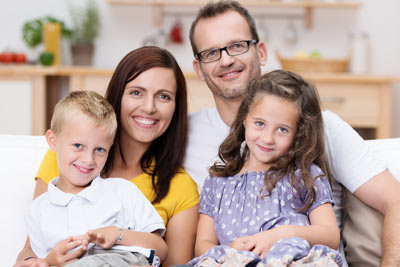 Familie geht gerne zum Zahnarzt in Fellbach