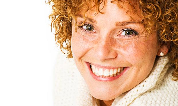 Strahlendes Lächeln nach dem Zahnarzt in Leonberg